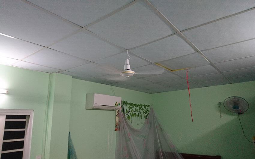 hướng dẫn cách lắp quạt trần mini trên trần la phông - phần dây điện phải chùng 3-5cm